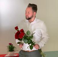 Markus Hümpfer gratuliert mit Rosen