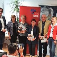Die Geehrten mit den Laudatoren, v.li. Ralf Hofmann, Kathi Petersen, MdL, Traudel Steinmüller, Marianne Firsching, Rainer Wichtermann und Marietta Eder