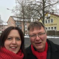 Thomas Bauer und Julia Stürmer-Hawlitschek bei der Tür-zu-Tür-Aktion in der Gartenstadt